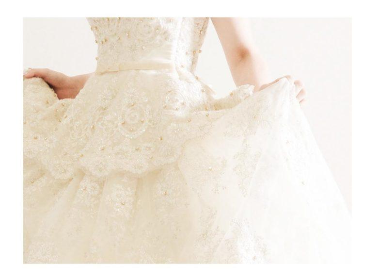 《ウェディングドレス》 ☆★おススメ♪白ドレスをご紹介 ~ No.8677~★☆